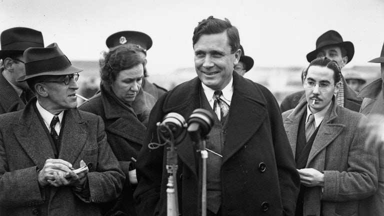 Wendell Willkie arriving in England in January 1941