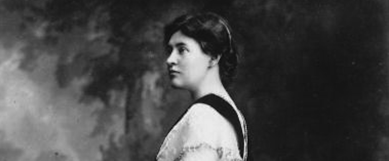 willa cather thesis Willa cather, the american writer of the early 20th century, is famous for her writings about the spirit of pioneers but for cather, they are not just pioneers, but most important of all.