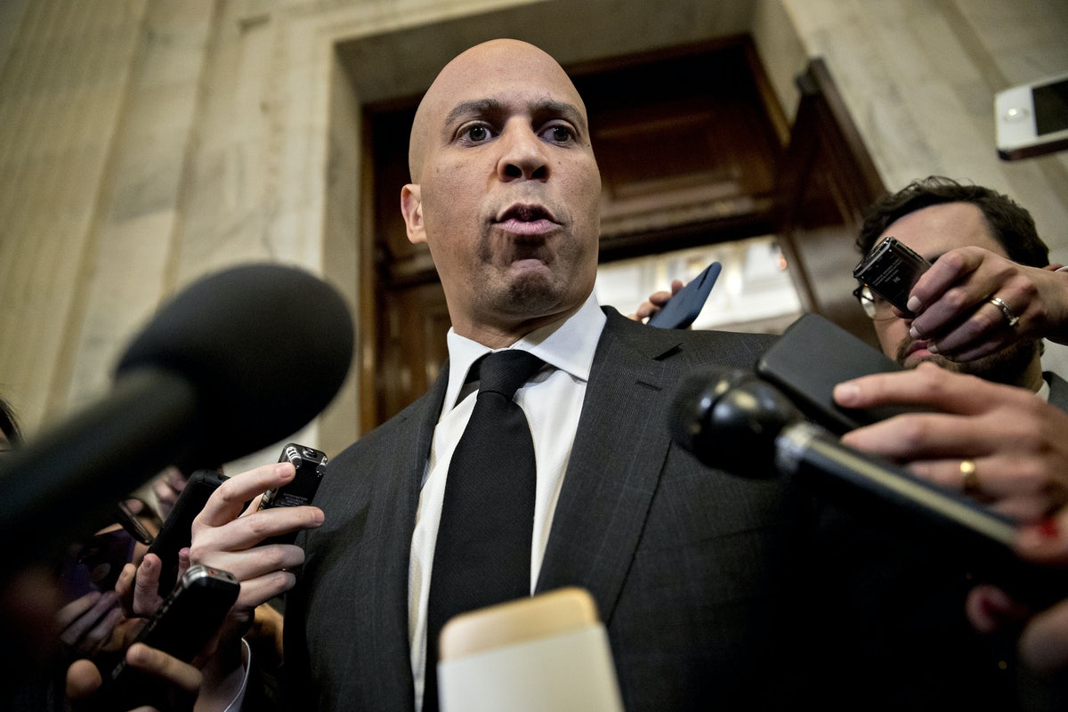 Democrats Demand Betsy Devos Reveal >> Conservatives Are Right Cory Booker S Vote Against Betsy Devos Was