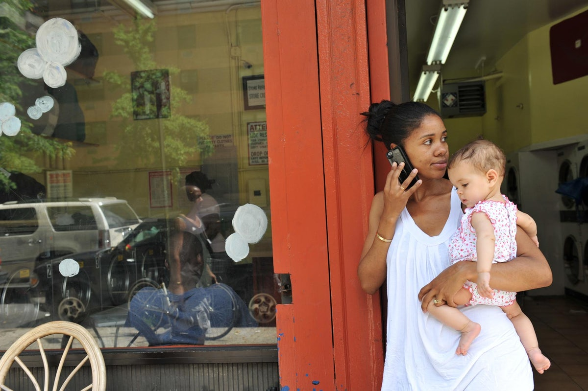 maternity leave policies in america hurt working moms new republic manager for a non profit that offers art workshops in laundromats located in low income neighborhoods she brought her baby ila to work her