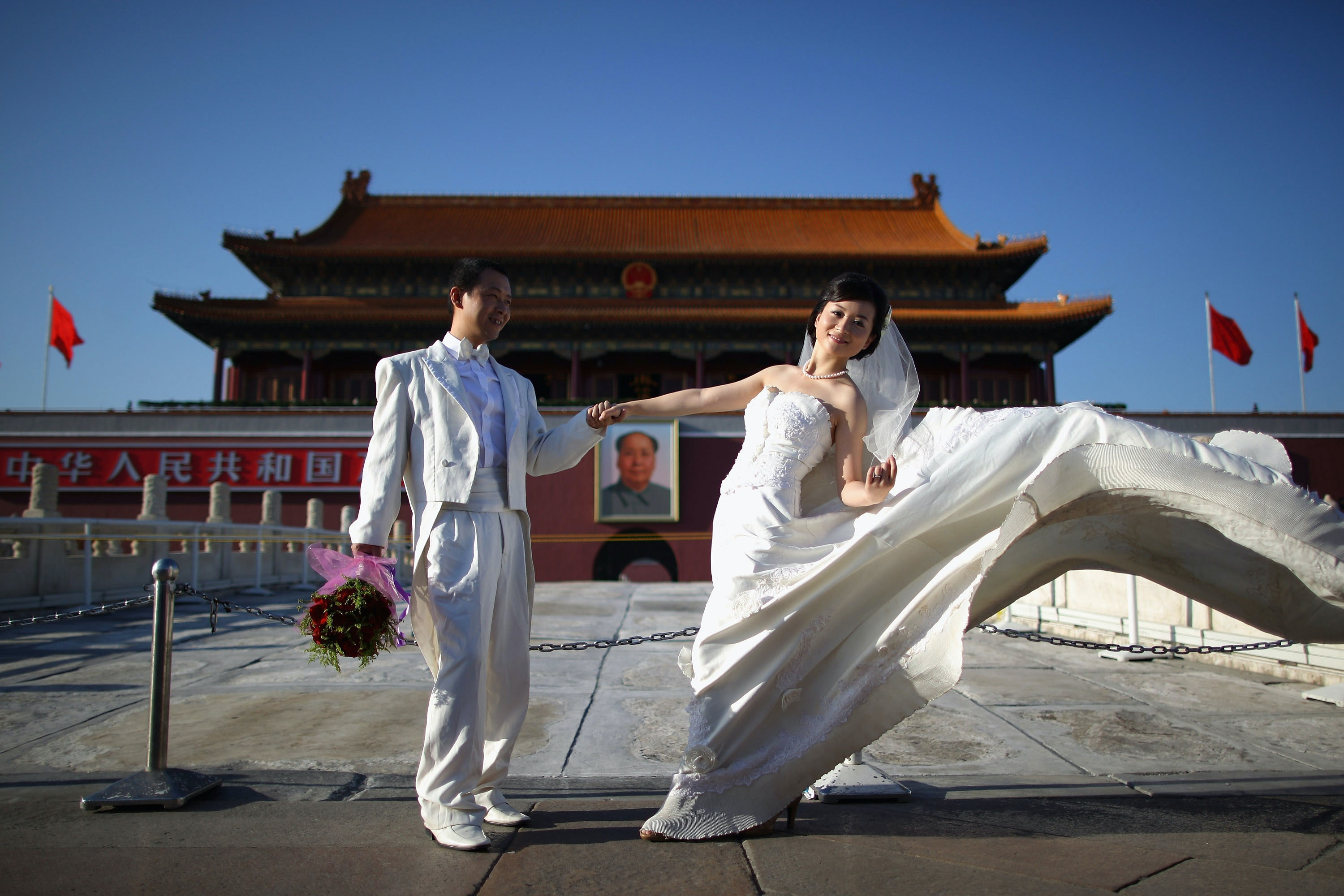 Chinese dating site grooms pay model