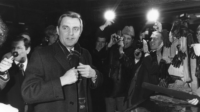Walter Mondale talks to reporters during the 1976 presidential election