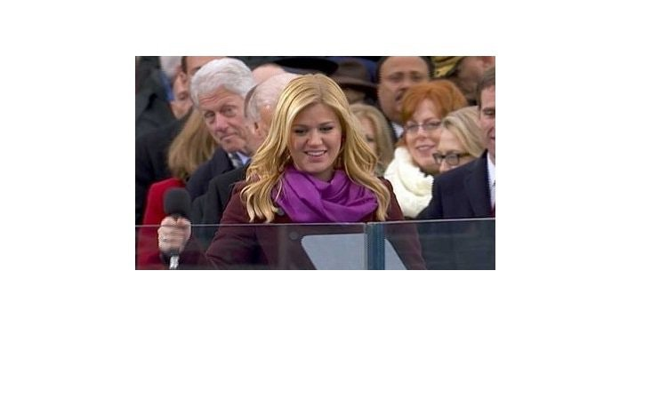 Former president Bill Clinton rubbernecks to check out Kelly Clarkson at the inauguration this year. (Brooklyn Spoke/Twitter)